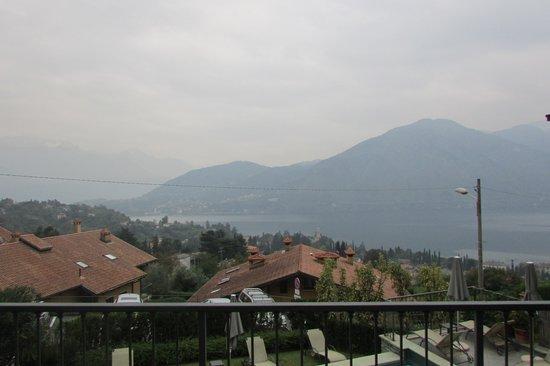 Hotel La Perla: terrazza con vista lago.
