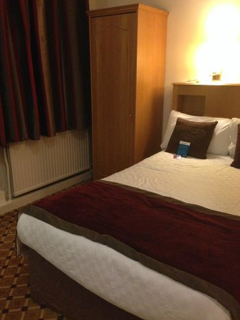 Mercure Newcastle County Hotel : Small Double Room