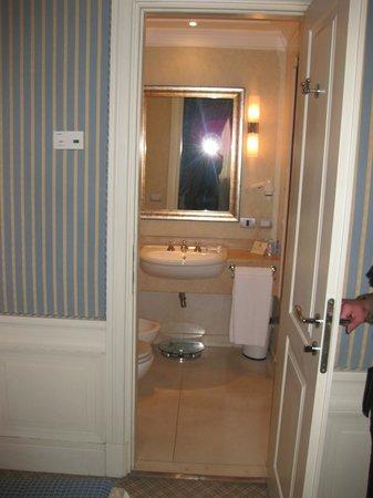 Hotel Stendhal: Baño