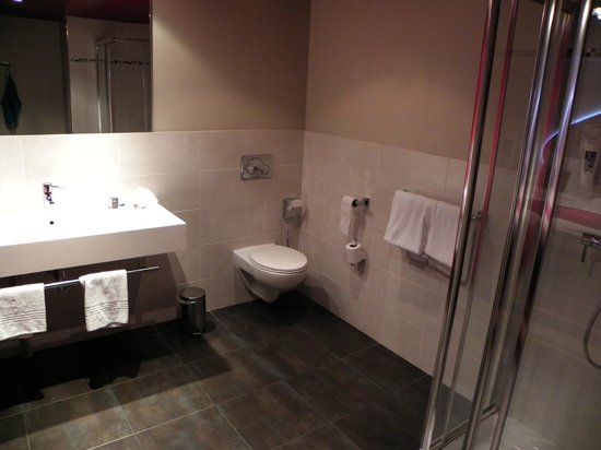 Mercure Paris Bastille Marais: baño