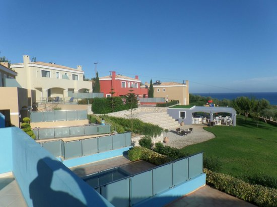 Carme Villas : Hotel and restaurant view
