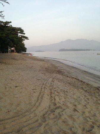 Camayan Beach Resort and Hotel : Beachfront
