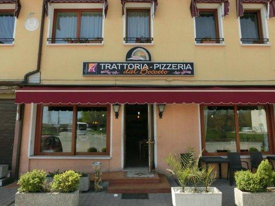 Trattoria Pizzeria Dal Bocoeto: Ingresso della trattoria