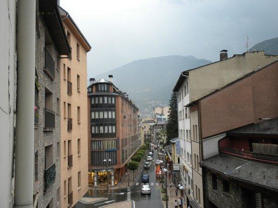 Hotel Pyrenees: Vista desde el balcon de mi habitacion