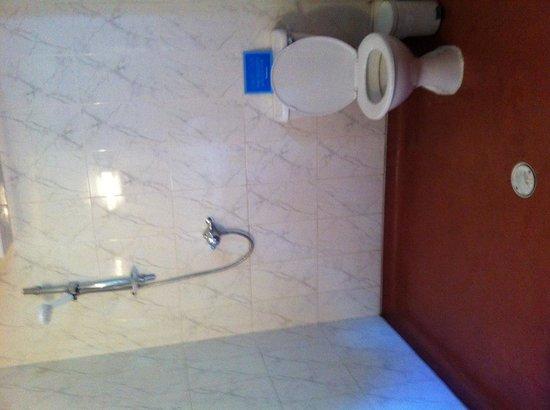 Highgate Cottages: Wetroom bathroom