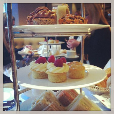 St. James's Hotel and Club : Afternoon tea. Ok, but I've had better to be honest.