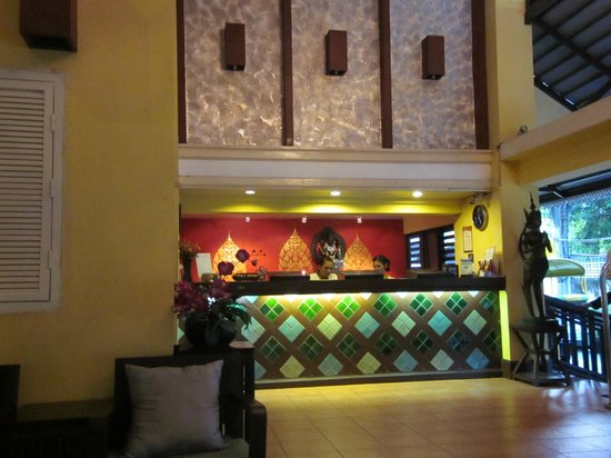 Woraburi Sukhumvit Hotel and Resort : 親切なフロントスタッフ
