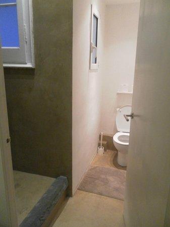 Hostal Cien : sdb douche à gauche