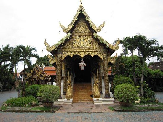 Wat Gate Khar Rnam: 3-'13.9本堂