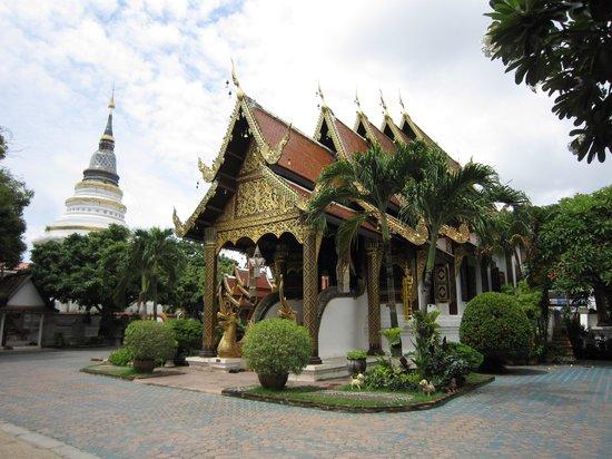 Wat Gate Khar Rnam : 4-'13.9本堂と仏塔