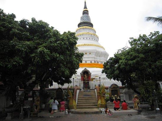 Wat Gate Khar Rnam : 6-'13.9仏塔