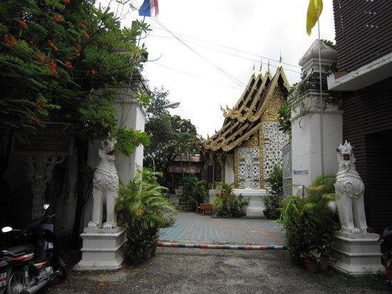 Wat Gate Khar Rnam : 9-'13.9裏門