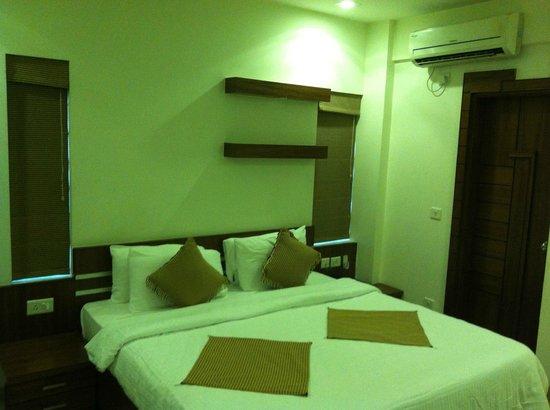 Krishinton Suites: Room