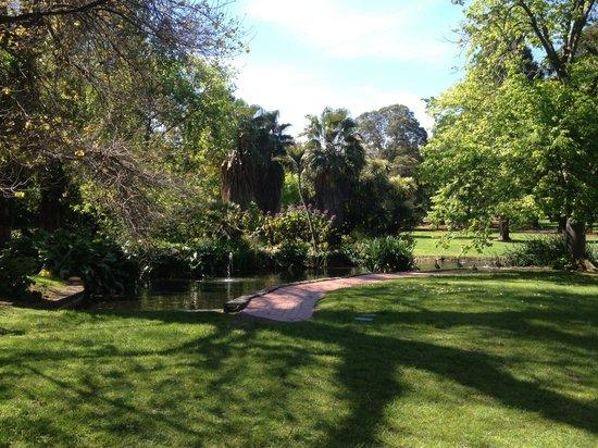 Ponds picture of fitzroy gardens melbourne tripadvisor for Garden pond melbourne