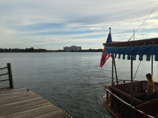 Disney's Polynesian Village Resort : Early Morning boat all to ourselves