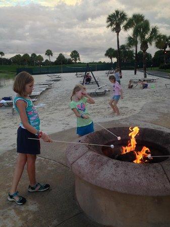 Disney's Polynesian Village Resort: Marshmallow Roast