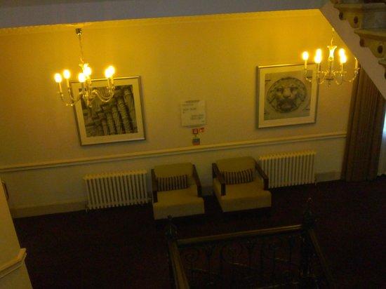 Thistle Holborn, The Kingsley: Pasillos ascensor