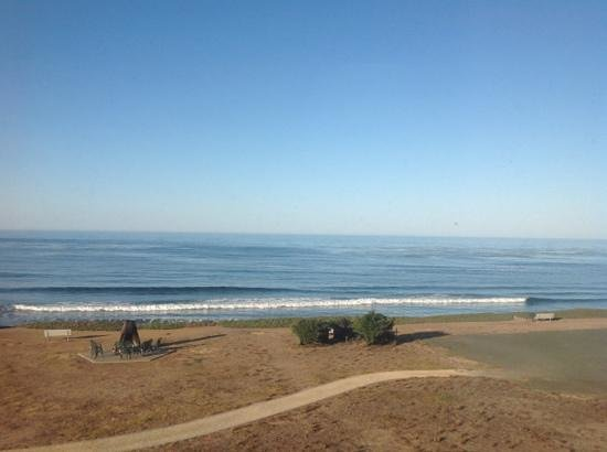 Cavalier Oceanfront Resort: The view from our room