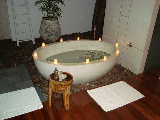The Sarojin: bath