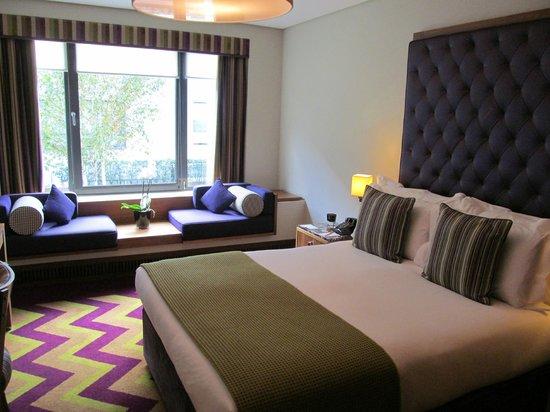Fitzwilliam Hotel Dublin: Modern vibe, comfortable window-seat