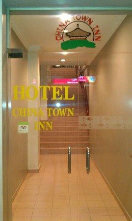 Hotel China Town Inn : Вход в отель