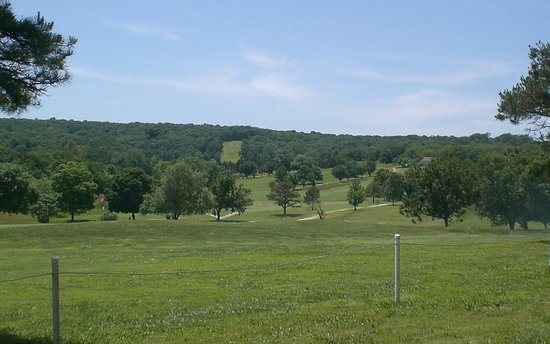 Hermitage, MO: Shadow Lake Golf Course is nearby.