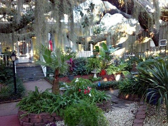 Tybee Island Inn: front of inn