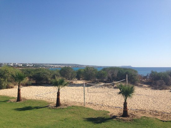Asterias Beach Hotel: Volley ball court.