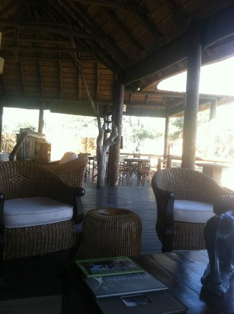 nThambo Tree Camp : lodge and dining area