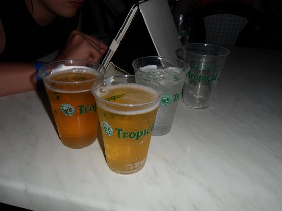 HL Hotel Rio Playa Blanca: Our evening drinks in plastic cups
