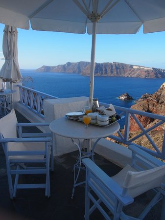 Armeni Village Rooms & Suites : The balcony outside your room, where breakfast is serve to