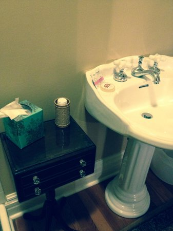 Bellevue Bed and Breakfast : The Yorkshire bathroom