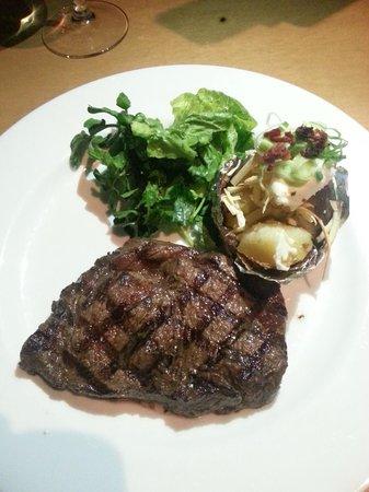 Cork & Screw Pacific Place: steak