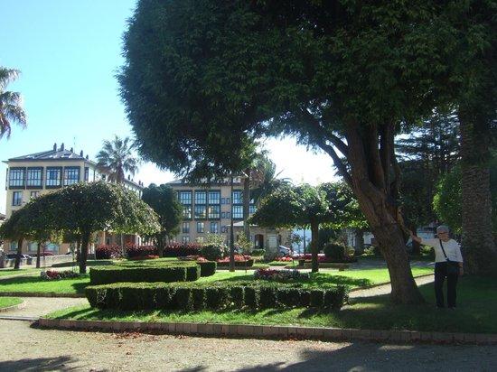 Hotel O Cabazo: Jardin centro de Ribadeo