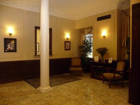 DeWitt Place: Main lobby