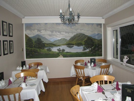 Adare Guesthouse: part of the breakfast room
