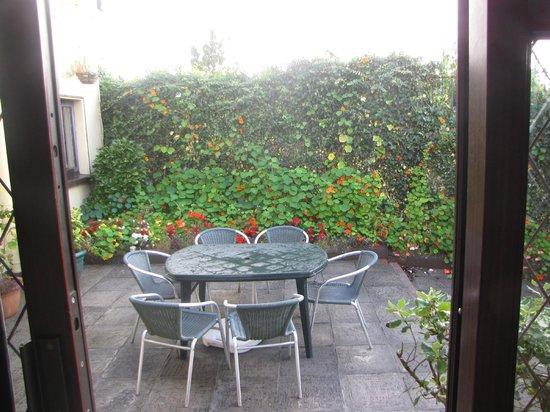 Adare Guesthouse: the garden