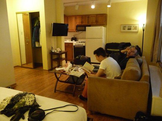 DeWitt Place: Sitting area