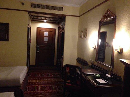 Empress Hotel: Entrace