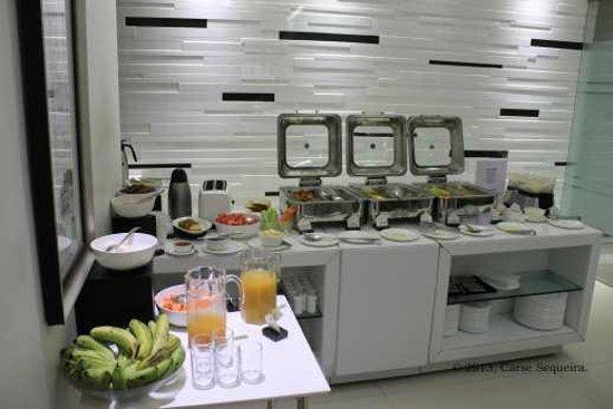 Sapphire Suites: Morning Breakfast
