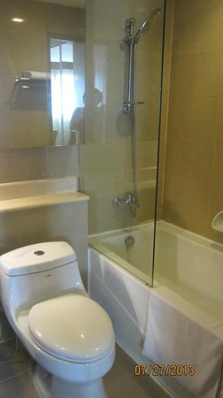 Lohas Residences Sukhumvit: bathroom