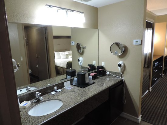Best Western Royal Sun Inn & Suites: Sink Area
