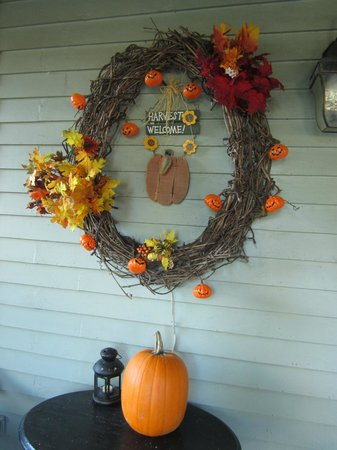 Black Lantern B & B: Decorations on the porch