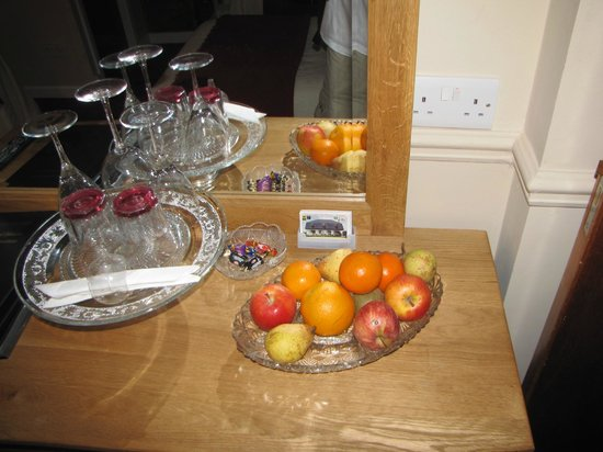 Coatesland House: Fruit in every room
