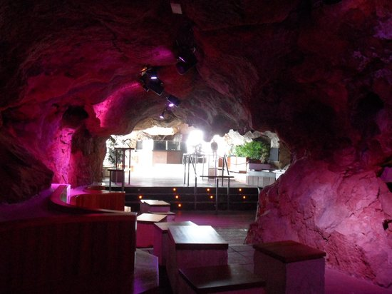 Cova d'en Xoroi: Wonderful use of the caves