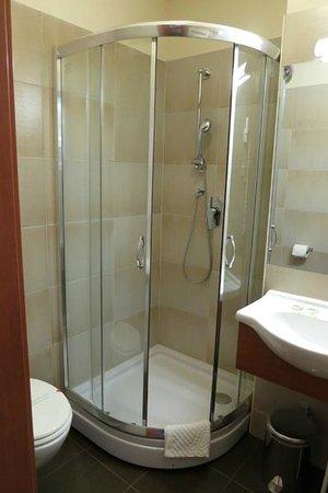 Hotel Center: シャワーボックスはとてもきれいでした
