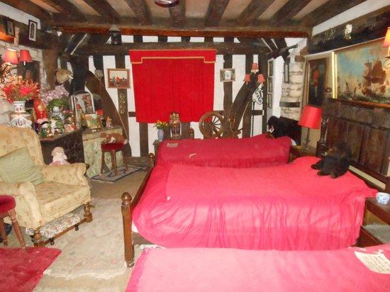 Ancient Ram Inn: The Bishops Room