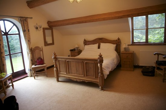 Ashbrook Towers Farm B&B: Spacious bedroom