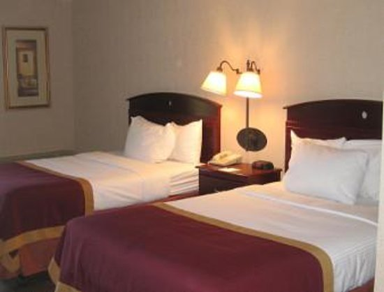 Baymont Inn & Suites Michigan City: nice and clean room