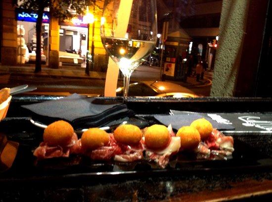 Bitoque: Croquetas de patata y lascas de jamón ibérico